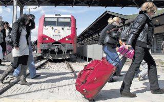 Στα Βαλκάνια θα «σφυρίζουν» από τις 10 Μαΐου τα ελληνικά τρένα καθώς ξεκινούν και πάλι τα διεθνή επιβατικά δρομολόγια της ΤΡΑΙΝΟΣΕ, ύστερα από τρία χρόνια διακοπής. Τα τρένα θα ξεκινούν καθημερινά από τη Θεσσαλονίκη για Σόφια το πρωί και για Σκόπια - Βελιγράδι το απόγευμα. Σε κάθε διαδρομή θα προσφέρονται 12 εκπτωτικά εισιτήρια.