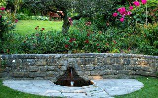 Στους κήπους του Chalice Well βρίσκεις την απόλυτη γαλήνη...