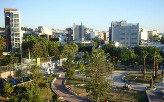 Ενδείξεις σταθεροποίησης παρατηρούνται σε μία από τις πιο ανερχόμενες «γειτονιές» της Αθήνας, το Γκάζι, που είχε γνωρίσει εκρηκτική άνθηση στα χρόνια πριν από την κρίση. Παρά τις απώλειες, η περιοχή δεν παρουσίασε τις δραματικές μεταμορφώσεις που εμφανίστηκαν σε άλλες περιοχές της Αθήνας και επενδύει στα συγκριτικά της πλεονεκτήματα.