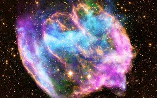 Εικόνα του σουπερνόβα W49B, από το διαστημικό τηλεσκόπιο Τσάντρα της ΝΑSΑ. Το αστρικό αυτό σώμα περιέχει τη «νεότερη» μαύρη τρύπα του γαλαξία μας.