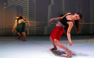 Σκηνή από την παράσταση της ομάδας «Ηχόδραμα».