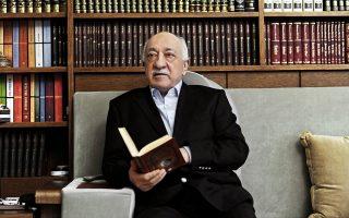 Αίτημα στις Ηνωμένες Πολιτείες για έκδοση του ισλαμιστή κληρικού Φετουλάχ Γκιουλέν (φωτογραφία), ο οποίος ζει αυτοεξόριστος στην Πενσιλβάνια, προτίθεται να καταθέσει ο Τούρκος πρωθυπουργός Ρετζέπ Ταγίπ Ερντογάν. Αυτό αποκάλυψε ο ίδιος σε ερώτηση Τούρκου δημοσιογράφου, αν και δεν έχει αποσαφηνιστεί ποια θα είναι η νομική βάση πάνω στην οποία θα μπορούσε να συμφωνηθεί η έκδοση του αντιπάλου του.
