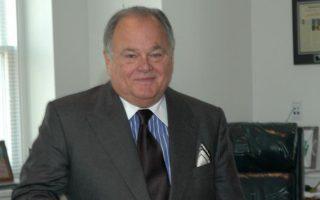 Ο Πλάτων Κατσέρης, δικηγόρος του Σνόουντεν, προσπαθεί να συνάψει συμφωνία μεταξύ της Εισαγγελίας και του πελάτη του.