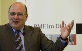Ο υφυπουργός Οικονομικών της Γερμανίας, Στέφεν Κάμπετερ, απέρριψε την κατηγορία ότι οι Ελληνες πέτυχαν τους καλούς αριθμούς επειδή δεν πληρώνουν ληξιπρόθεσμους λογαριασμούς.