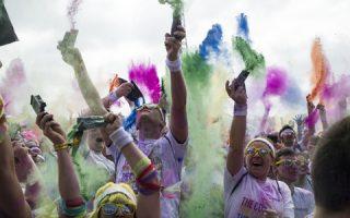 the-color-run-o-marathonios-toy-chromatos0