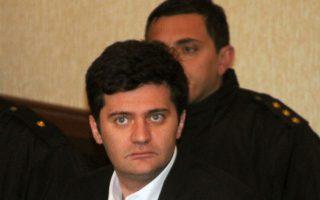 Ο Ακαλάγια είχε στα χέρια του διπλωματικό διαβατήριο και σύμφωνα με κάποιες πληροφορίες επεδίωκε να φτάσει στην Ιταλία όπου διαμένει ο αδελφός του, Μπάτσο Ακαλάγια (φωτ.) πρώην υπουργός Εθνικής Αμύνης και Εσωτερικών της Γεωργίας.