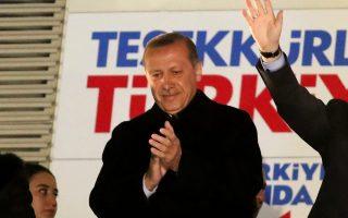 «Είμαστε έτοιμοι να αφιερωθούμε σε οποιαδήποτε αποστολή μας εμπιστευθείτε» είπε ο Ρετζέπ Ταγίπ Ερντογάν αμέσως μετά την ευρεία νίκη του κόμματός του στις δημοτικές εκλογές, εννοώντας την Προεδρία της Δημοκρατίας.