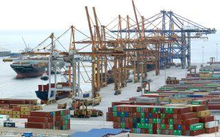 Το λιμάνι του Πειραιά αναρριχήθηκε στην 8η θέση πανευρωπαϊκά κατά τη διάρκεια του 2013, σε ό,τι αφορά τη διαχείριση εμπορευματοκιβωτίων. Ειδικότερα, ο αριθμός των εμπορευματοκιβωτίων αυξήθηκε κατά 15,3% σε 3,16 εκατ. από τις προβλήτες τόσο του ΟΛΠ όσο και της ΣΕΠ (θυγατρική της Cosco).