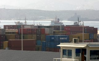 H συνολική αξία των ελληνικών εξαγωγών για την περίοδο Ιανουαρίου - Φεβρουαρίου 2014 μειώθηκε κατά 5,5% στα 4,18 δισ. ευρώ από 4,42 δισ. ευρώ την αντίστοιχη περίοδο του 2013.