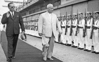 29 Αυγούστου 1963. Ο πρόεδρος της Γιουγκοσλαβίας, Γιόσιπ Μπροζ Τίτο με τον Σοβιετικό ηγέτη, Νικίτα Χρουστσόφ στην πόλη Κόπερ, λιμάνι της Αδριατικής.