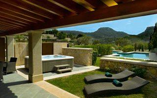 Ενα φρούριο που χρονολογείται από τον 17ο αιώνα είναι το Gran Hotel Son Net στη Μαγιόρκα της Ισπανίας