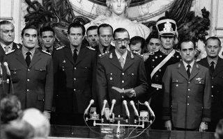 Ο στρατηγός Βιντέλα την εποχή που καταπάτησε τη δημοκρατία στην Αργεντινή, επιβάλλοντας μιαν αιματηρή δικτατορία.