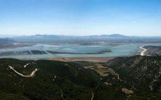 Πανοραμική άποψη της λίμνης Κάρλας στη Θεσσαλία. Φωτογραφία: Αλέξανδρος Αβραμίδης