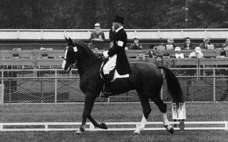 Ο Ράιναρ Κλίμκε πάνω στο πρώτο άλογό του, τον «Δούκα».