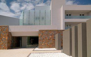 stin-preferred-hotel-amp-038-resorts-ena-akomi-elliniko-xenodocheio0