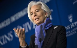 Η επικεφαλής του ΔΝΤ, Κριστίν Λαγκάρντ, επισήμανε ότι η επιστροφή στην ανάπτυξη υπονομεύεται από τον χαμηλό πληθωρισμό στις ανεπτυγμένες χώρες, τον ρυθμό δημοσιονομικής προσαρμογής και την ομαλοποίηση της νομισματικής πολιτικής, καθώς και τους χρηματοπιστωτικούς κινδύνους στις αναπτυσσόμενες χώρες.