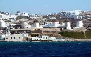 Το ακριβότερο νησί είναι η Μύκονος, όπου το κόστος ενοικίασης κινείται μεταξύ 5.000 - 15.000 ευρώ ανά εβδομάδα την περίοδο της υψηλής τουριστικής κίνησης.