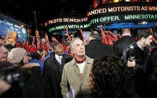 Ο Μάικλ Μπλούμπεργκ, πρώην δήμαρχος της Νέας Υόρκης, παραμονή Πρωτοχρονιάς στην Τάιμς Σκουέρ της Νέας Υόρκης. Ο συγγραφέας τον περιλαμβάνει στους δεκατρείς πιο ξεχωριστούς δημάρχους παγκοσμίως, ενώ προτείνει τη θεσμοθέτηση Παγκόσμιας Συνέλευσης Δημάρχων, ώστε οι πόλεις να αποκτήσουν ισχυρότερη διεθνή φωνή.