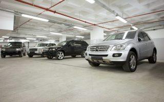 Μόνο για τέλη κυκλοφορίας και φόρο πολυτελούς διαβίωσης, ο ιδιοκτήτης ενός δίλιτρου αυτοκινήτου στην Ελλάδα μπορεί να πληρώνει 815 ευρώ.
