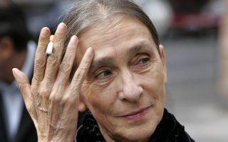 Πριν από σαράντα χρόνια, όταν η Πίνα Μπάους έφτιαξε την ομάδα της, η γερμανική εφημερίδα «Φρανκφούρτερ Ρουντσάου» τη θεωρούσε «σχιζοειδή προσωπικότητα» και στη Νέα Υόρκη ο κριτικός Κλάιβ Μπαρνς ωρυόταν κι έλεγε: «Απάτη, απάτη, απάτη, όλα ψεύτικα». Εδώ και πολλά χρόνια, όμως, οι παραστάσεις της είναι κατάμεστες από κόσμο.