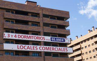 Ακόμα ένας παράγοντας που δυσχεραίνει την ανάκαμψη των τιμών είναι το μεγάλο απόθεμα των απούλητων κατοικιών, που υπολογίζεται σε 1 εκατ. διαμερίσματα.