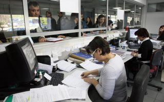 Καταργείται για τα έτη από το 2014 και μετά η δυνατότητα των επιχειρήσεων και των ελευθέρων επαγγελματιών να περαιώνουν αυτόματα, «αυτοπεραίωση», τις ανέλεγκτες δηλώσεις φορολογίας εισοδήματος και ΦΠΑ.