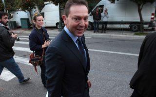 Ο ΥΠΟΙΚ Γιάννης Στουρνάρας κατά την έξοδό του από το Μέγαρο Μαξίμου, μετά τη συνάντηση που είχε με τον πρωθυπουργό Αντώνη Σαμαρά και τον αντιπρόεδρο της κυβέρνησης Ευάγγελο Βενιζέλο ενόψει και της επιστροφής της τρόικα στην Αθήνα, Σάββατο 11 Ιανουαρίου 2014. ΑΠΕ - ΜΠΕ/ΑΠΕ - ΜΠΕ/Αλέξανδρος Μπελτές