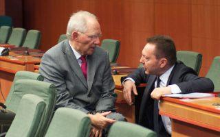 Ο Υπουργός Οικονομικών  Γιάννης Στουρνάρας (Δ) συνομιλεί με τον Γερμανό ομόλογο του Wolfgang Schauble (Α),  στην συνεδρίαση  του Eurogroup,  την Δευτέρα 10 Μαρτίου 2014, στο κτίριο του Ευρωπαϊκού Συμβουλίου στις Βρυξέλλες .ΑΠΕ-ΜΠΕ/consilium.europa.eu/Christos DOGAS