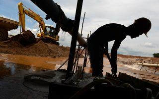 Οι εξορύξεις στην Ινδονησία, τη μεγαλύτερη παραγωγό κασσιτέρου, έχουν μειωθεί δραστικά, δεδομένου ότι υπάρχει απαγόρευση παραγωγής από παράνομα ορυχεία, και οι υπόλοιποι παραγωγοί μπορούν να καλύψουν μόνον ένα μικρό μέρος από τις απώλειές της. Σύμφωνα με την Barclays, η παγκόσμια αγορά κασσιτέρου θα εμφανίσει έλλειμμα για πέμπτη διαδοχική χρονιά το 2014. Το 2013 η παγκόσμια ζήτηση ανερχόταν σε 344.000 τόνους έναντι παραγωγής 341.000 τόνων.