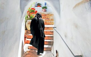 Εκτός από την Παναγία της Τήνου στη Χώρα υπάρχει και το γυναικείο μοναστήρι της Κοιμήσεως της Θεοτόκου (Κυρίας των Αγγέλων) στο Κεχροβούνι.