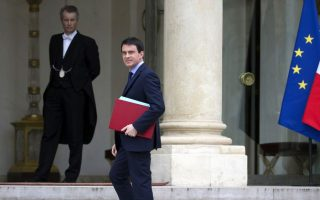 Ο Γάλλος πρωθυπουργός Μανουέλ Βαλς προσέρχεται στο Μέγαρο των Ηλυσίων.