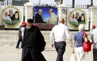 Φωτογραφίες του ορθόδοξου Οικουμενικού Πατριάρχη κ.κ. Βαρθολομαίου και του Πάπα Φραγκίσκου στη Βηθλεέμ ενόψει της συνάντησης των δύο θρησκευτικών ηγετών.