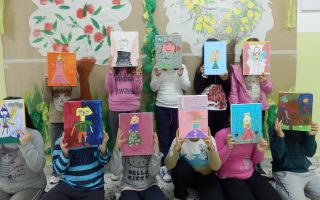 Μερικές από τις ζωγραφιές των παιδιών. Κάθε πρόσωπο-ήρωας λέει τις σκέψεις του, και η ταινία κινουμένων σχεδίων, βασισμένη σε αυτά, είναι γεγονός.