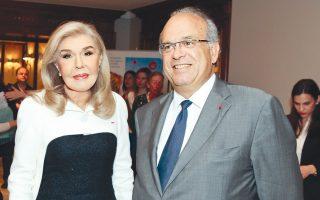 O δρ Nταβίντ Kαγιάτ με την πρόεδρο του «Eλπίδα» κ. Mαριάννα B. Bαρδινογιάννη στην παρουσίαση του βιβλίου του «O δρόμος της Eλπίδας».