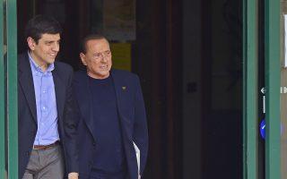 Σε οίκο ευγηρίας για πάσχοντες από Αλτσχάιμερ παρέχει κοινωφελή εργασία ο πρώην πρωθυπουργός της Ιταλίας Σίλβιο Μπερλουσκόνι.
