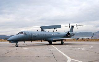 Ο Λ. Γιόελσον εμπλέκεται στην υπόθεση δωροδοκιών αξιωματούχων του ελληνικού υπουργείου Αμύνης για την προμήθεια αερομεταφερόμενων συστημάτων αεροπορικής επιτήρησης από το 1999 ώς το 2009.