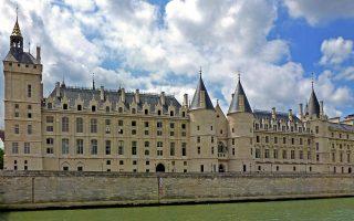 Οι ιστορικές φυλακές Κονσιερζερί που τώρα είναι μουσείο, στο Παρίσι.