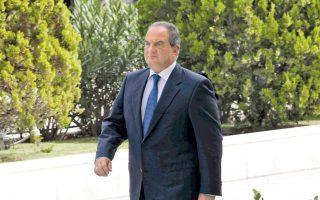 Ο πρώην πρωθυπουργός Κων. Καραμανλής αποφεύγει οποιοδήποτε σχόλιο θα μπορούσε να παρερμηνευθεί.