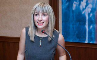 Η Ζιζή Παπαχαρίση ερευνά από το 2000 τον ρόλο του Διαδικτύου στον δημόσιο διάλογο.
