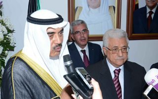 Σε δέκα ημέρες επισκέπτεται την Αθήνα ο αναπληρωτής πρωθυπουργός και υπ. Εξωτερικών του Κουβέιτ, σεΐχης Σαμπάχ Καλίντ Αλ Χαμάντ Αλ Σαμπάχ (φωτ.), συνοδευόμενος από επικεφαλής κρατικών φορέων, μεταξύ αυτών και του οργανισμού επενδύσεων της χώρας (Kuwait Investment Authority), αλλά και ιδιώτες επιχειρηματίες.
