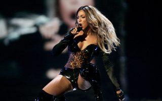 Χωρίς ακρότητες και ακροβασίες, με ομαλή και κλιμακωτή ροή, το άλμπουμ «Beyoncé» είναι μια κομψότατα ηχογραφημένη περιήγηση στις πτυχές της καλλιτέχνιδος.