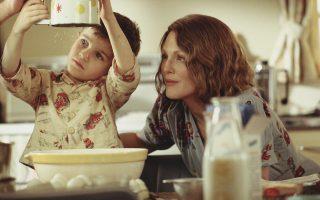 Η μελαγχολική μητέρα που θα αποπειραθεί να αυτοκτονήσει στην ταινία «Οι ώρες» (την υποδύεται η Τζούλιαν Μουρ), και ο μικρός της γιος, τον οποίο θα στιγματίσει εφ' όρου ζωής.