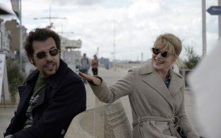 Η άπιστη σύζυγος (Φανί Αρντάν) και ο εραστής της (Λορέν Λατίφ) στην ταινία της Μαριόν Βερνού «Τα καλύτερα έρχονται».