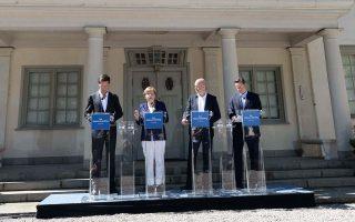 O Μαρκ Ρούτε, η Αγκελα Μέρκελ, ο Φρέντρικ Ράινφελντ και ο Ντέιβιντ Κάμερον στη θερινή κατοικία του Σουηδού πρωθυπουργού.