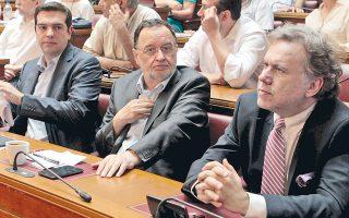 Ο Κατρούγκαλος  (δεξιά) πήρε ήδη το ύφος του ευρωβουλευτή -φαντασθείτε δηλαδή να πάρει και τον μισθό του ευρωβουλευτή...