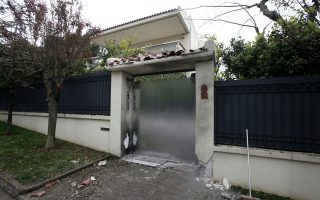 Μικρές ζημιές προκάλεσε η βόμβα στο σπίτι του Γ. Σμπώκου στην Κηφισιά.