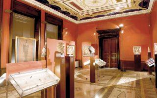 Τα Μουσικά Σύνολα Σύγχρονου Ωδείου Αθηνών στο εσωτερικό (11 π.μ.) και τα Μουσικά Σύνολα Πνευστών του Ωδείου Ραϋμόνδη (6 μ.μ.) στον κήπο του Νομισματικού Μουσείου