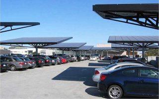 Φωτοβολταϊκά συστήματα σε στέγαστρα του πάρκινγκ του νοσοκομείου.