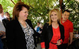 Η Σοφία Βούλτεψη και το περίφημο μαλλί της (δεξιά, στη φωτογραφία) στήριξε με την παρουσία της εκδήλωση υπέρ του Ασύλου Ανιάτων...