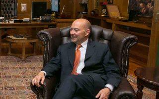 Η Ελλάδα διαθέτει «ανθρώπινο κεφάλαιο», ταλαντούχους και δημιουργικούς ανθρώπους που θα τη βγάλουν από το σημερινό τέλμα, λέει στην «Κ» ο Τζέιμς Σταυρίδης, πρύτανης του Fletcher School of Law and Diplomacy στο Πανεπιστήμιο Tufts της Μασαχουσέτης, ο οποίος έχει διατελέσει ναύαρχος και ανώτατος διοικητής των δυνάμεων του ΝΑΤΟ στην Ευρώπη.
